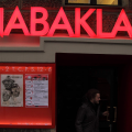 Nabaklab, Nightlife