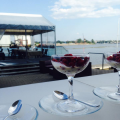 Ostas Skati (Port Views), Dining