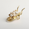 THE  METAMORPHOSES  OF  PEARLS  IN  CONTEMPORARY  AND  CONCEPTUAL  JEWELLERY